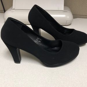 Cute Black Heels. New! Size 7.5